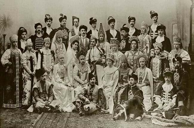 Esta foto corresponde a un baile de disfraces organizado por el zar en 1903 con motivo del 290 aniversario de la dinastía Romanov