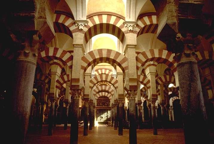 Interior de la gran mezquita de Córdoba