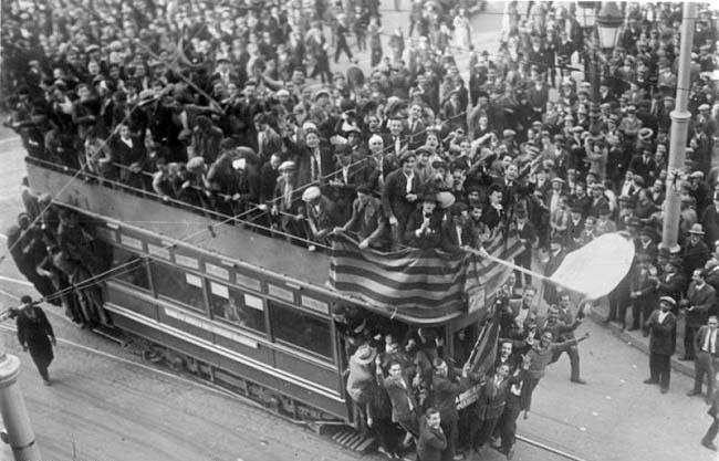 Celebraciones de la proclamación de la II República en Barcelona, años antes del golpe del 18 de julio de 1936
