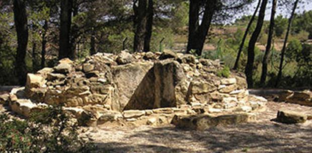 Túmulo procedente de la necrópolis del Coll del Moro. Extraída del Museu Arqueologic de Catalunya