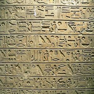 La escritura jeroglífica en el antiguo Egipto: características y evolución