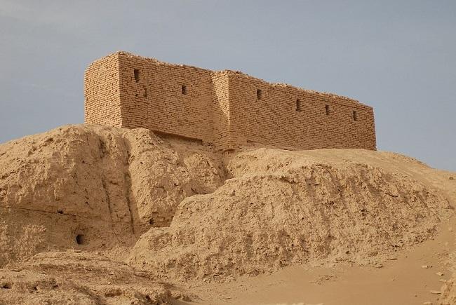 Ruinas actuales del templo de El Ekur, donde estaba la biblioteca de Nippur