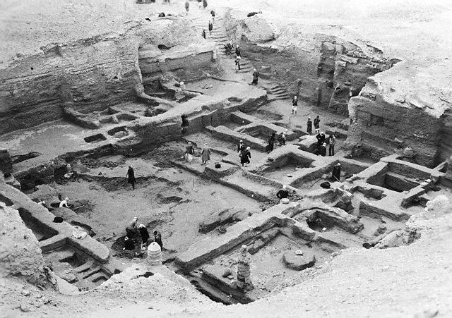 Trabajadores en el yacimiento arqueológico de la ciudad donde estaba la biblioteca de Nippur
