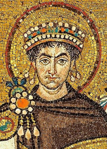 Mosaico del emperador Justiniano I, autor del Corpus Iuris Civilis en el que se basó parte de la política en la edad moderna