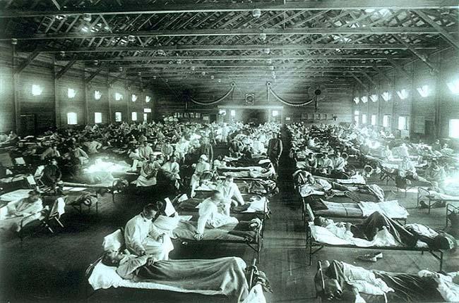 Hospital de emergencia instalado en el campamento militar de Funston durante la gripe española