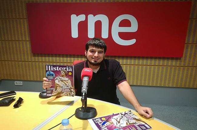 Fotografía de Carlos Núñez del Pino en una entrevista para RNE