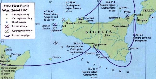 Mapa en inglés que muestra las principales batallas navales de la Primera Guerra Púnica, también las terrestres
