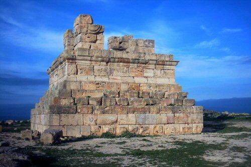 Estado actual de la tumba del rey númida Masinisa en Argelia, una de las causas de la tercera guerra púnica