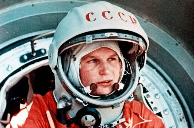 Fotografía de Valentina Tereshkova con el traje de astronauta
