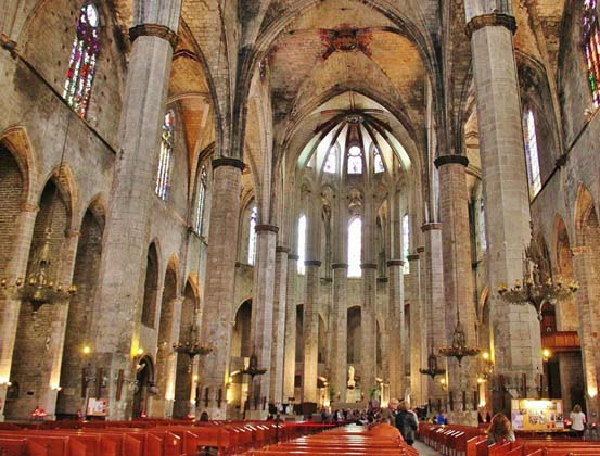 Santa María del Mar en Barcelona es uno de los monumentos más importantes del arte gótico en España