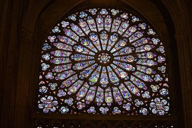 Uno de los rosetones de la catedral de Notre Dame