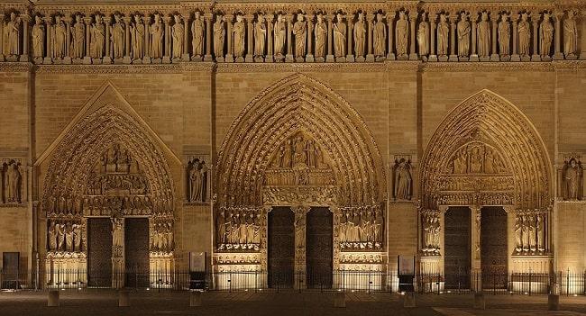 Las tres puertas de la catedral de Notre Dame en su fachada occidental