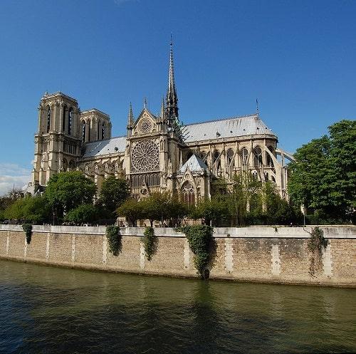 La catedral de Notre Dame vista desde el río Sena