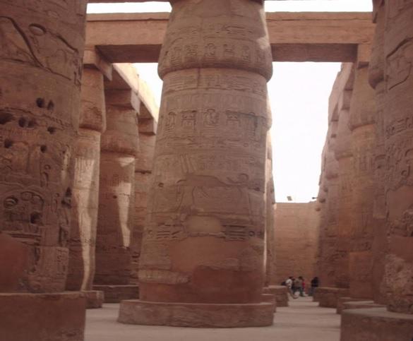 La sala hipóstila del complejo religioso de Karnak, uno de los templos egipcios más famosos