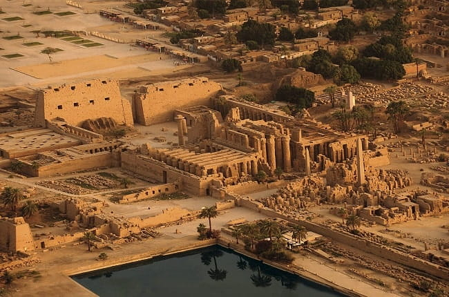Vista panorámica del recinto religioso de Karnak, uno de los templos egipcios más importantes y famosos