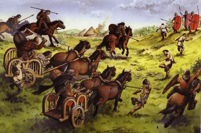Ilustración que recrea la emboscada de las tribus britanas a los legionarios que buscaban alimento en la primera incursión de Julio César en Britania