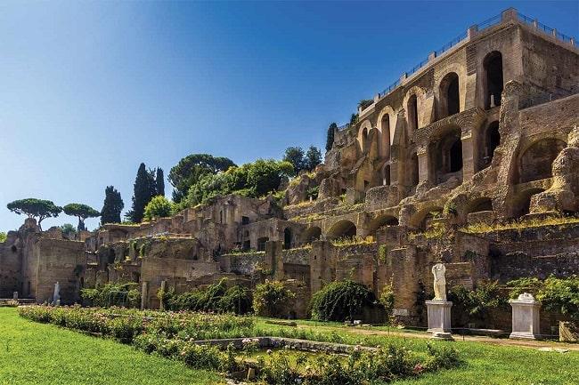 Estado actual del templo de las vírgenes vestales de Roma. La segunda de las esposas de Julio César sería la afectada por el escándalo de la Bona Dea