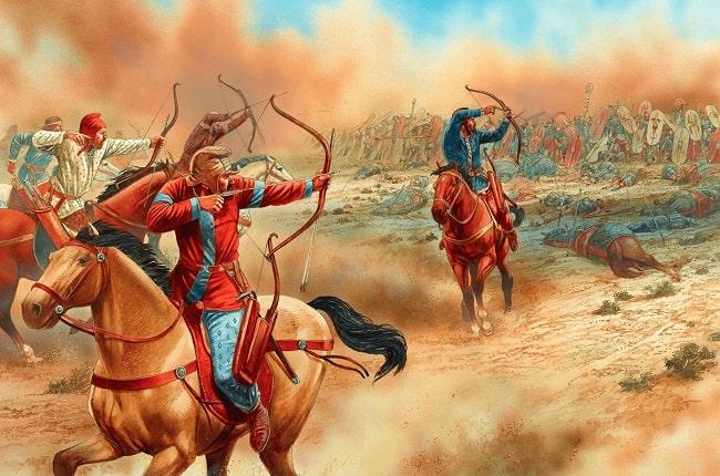 Ilustración de Peter Dennis que representa a jinetes arqueros partos atacando en la batalla de Carras (53 a.C.)