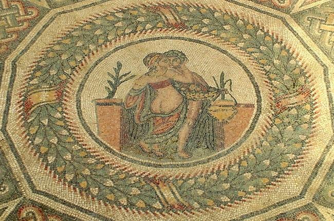 Mosaico de Eros y Psique hallado en la villa romana de Casale. Muestra una escena de sexo en la antigua Roma