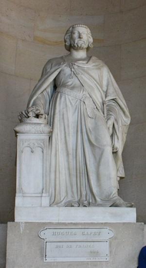 Estatua de Hugo Capeto, fundador de la dinastía de los capetos, ubicada en el Palacio de Versalles