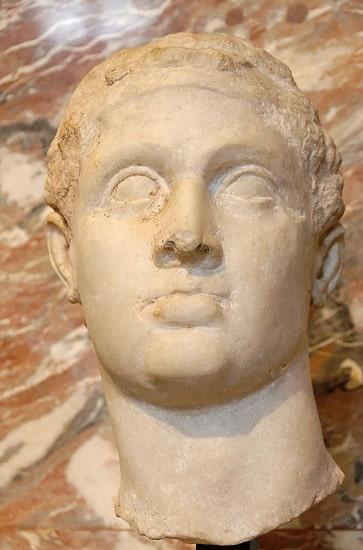 Busto de Ptolomeo XII Auletes expuesto en el Museo del Louvre