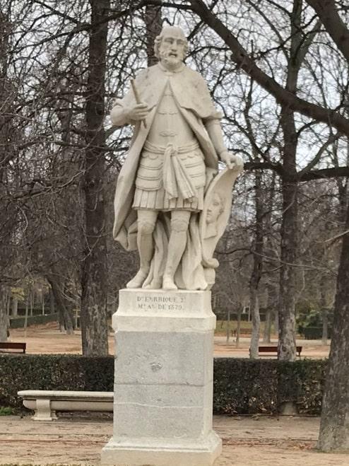 Estatua de Enrique de Trastámara, combatiente en la guerra de los Dos Pedros, en el Parque del Retiro de Madrid