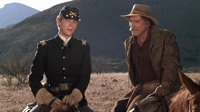 Bruce Davison y Burt Lancaster en la película La venganza de Ulzana