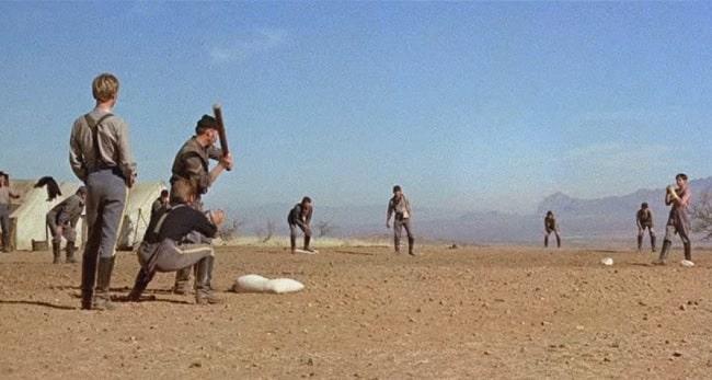 Fotograma de la secuencia inicial del partido de béisbol