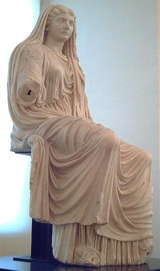 Estatua sedente de la emperatriz Livia Drusila, esposa de Augusto, conservada en el Museo Arqueológico Nacional de Madrid