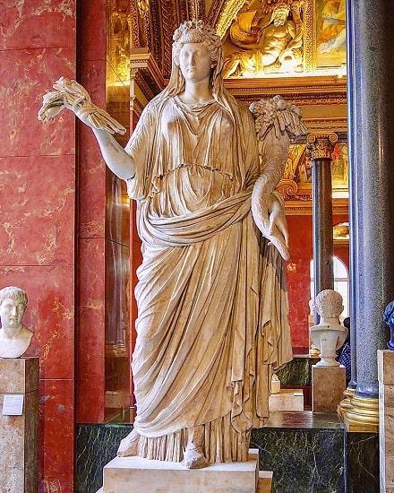 Estatua de Julia Augusta conservada en el Museo del Louvre de París