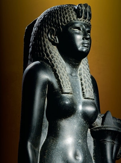 Estatua de basalto de la reina Cleopatra VII de Egipto