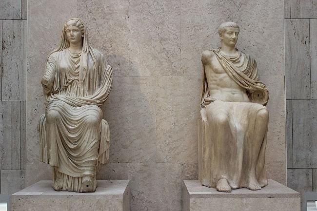 Estatua sedente de Livia Drusila y su hijo, el emperador romano Tiberio