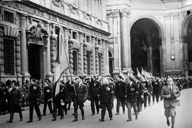 Desfile del fascismo en la ciudad de Milán en 1926