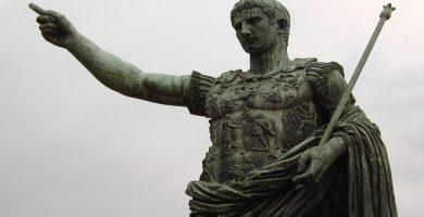 Estatua del emperador Augusto en Roma