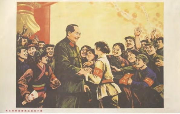 Grupo de jóvenes Guardias Rojos se abalanzan sobre Mao portando insignias favorables a la Revolución cultural