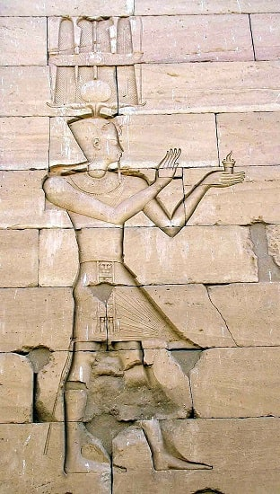 El emperador Augusto representado al estilo egipcio en el templo nubio de Kalabsha en el origen del Imperio Romano