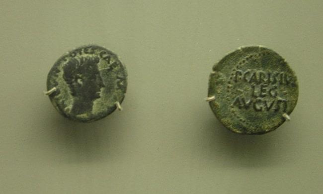Monedas emitidas por Publio Carisio durante su etapa en las guerras cántabras