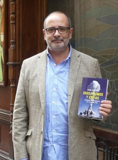 Pere Cardona, autor de Osos, átomos y espías